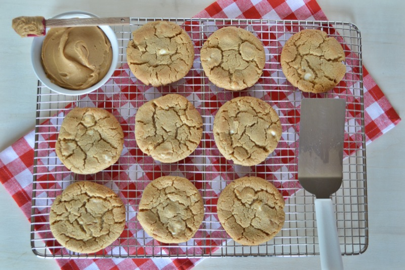 white chocolate peanut butter cookies // www.thefabblog.com