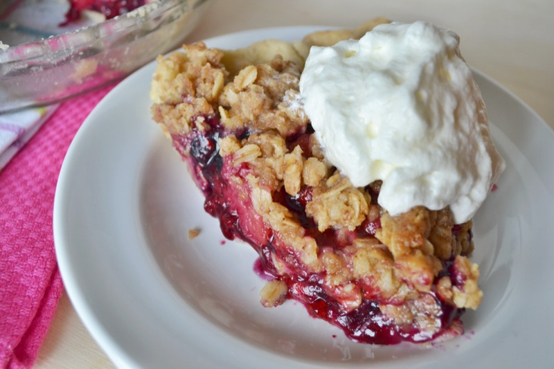 mixed berry crumble pie // www.thefabblog.com