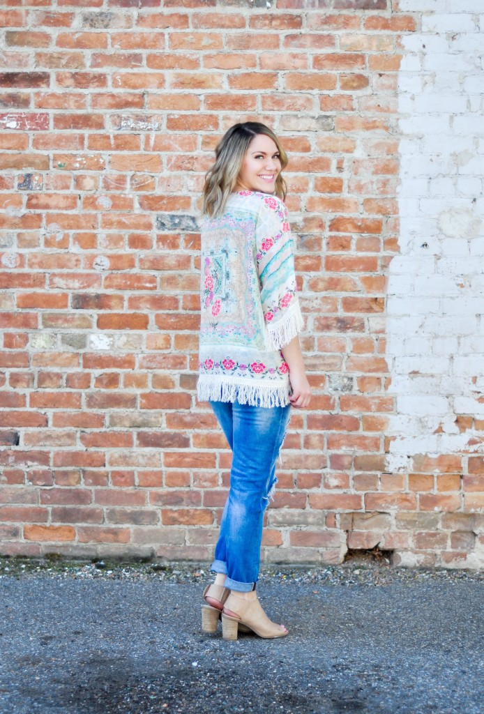 fringe kimono and destroyed jeans- perfect spring outfit