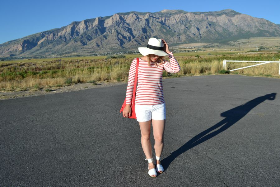 red striped shirt, floppy federoa, wraparound sandals