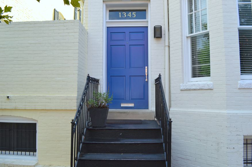 blue door in Georgetown
