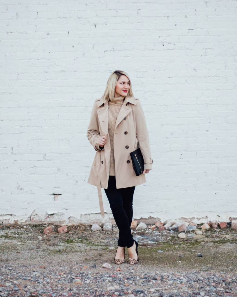 classic camel trench coat // www.thefabbog.com