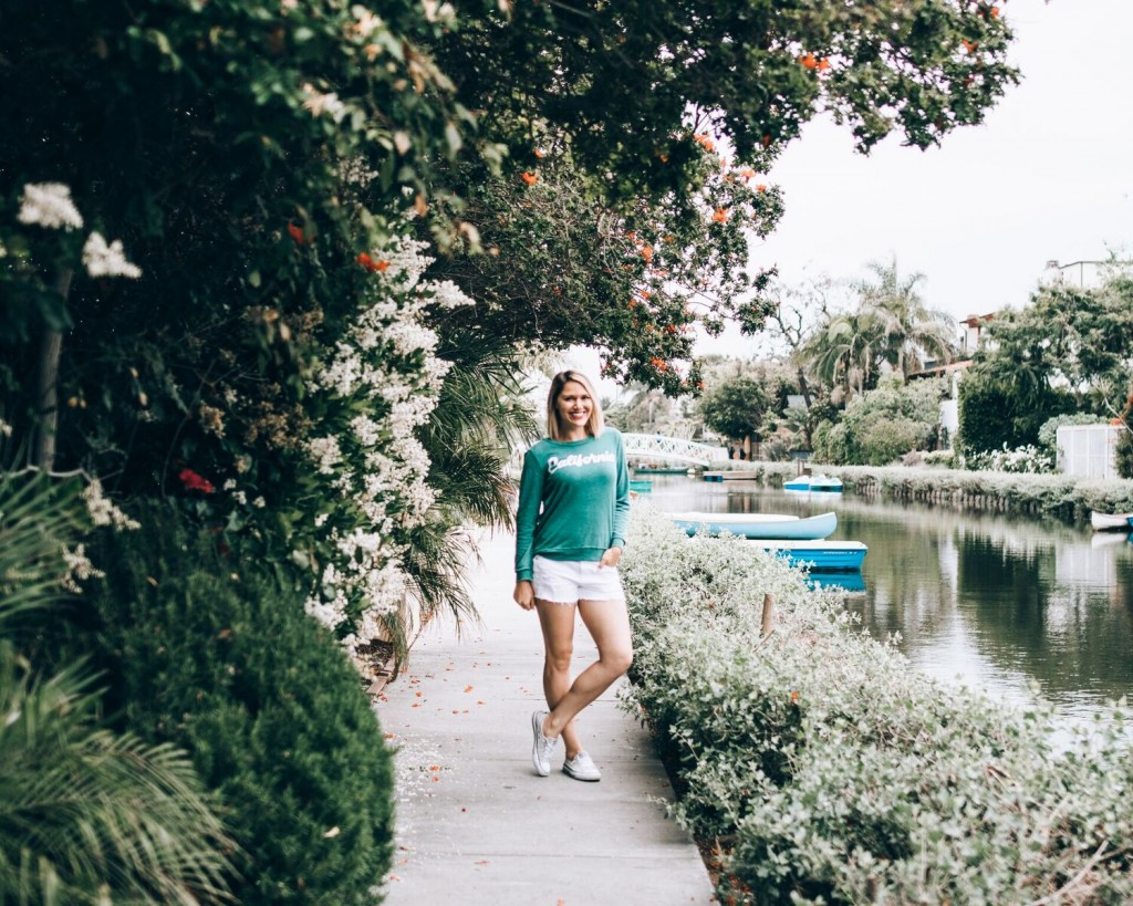 casual summer outfit at the Venice Beach Canals // www.thefabblog.com