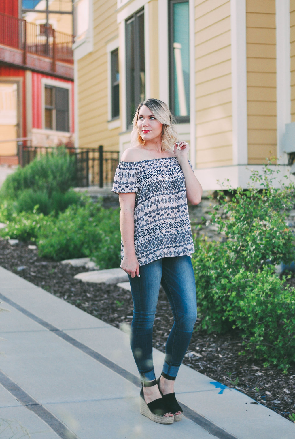 simple & casual summer outfit // www.thefabblog.com