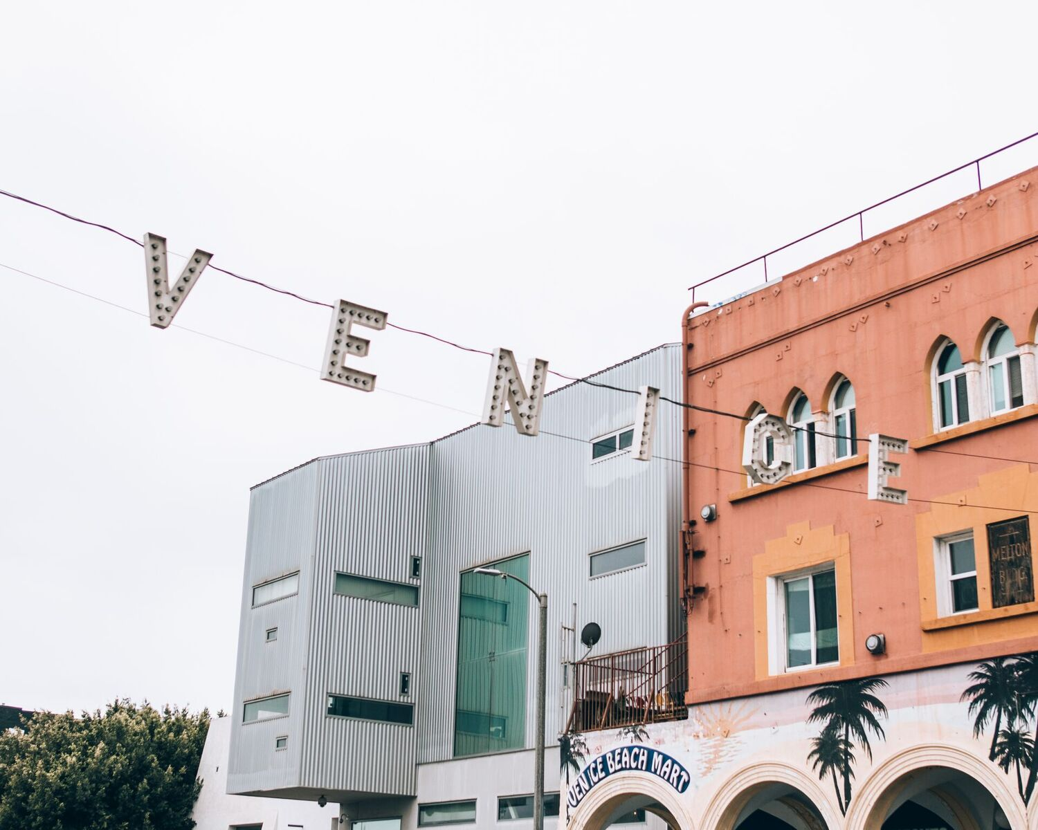 9 fun Instagram spots in LA, California- Venice sign // www.thefabblog.com