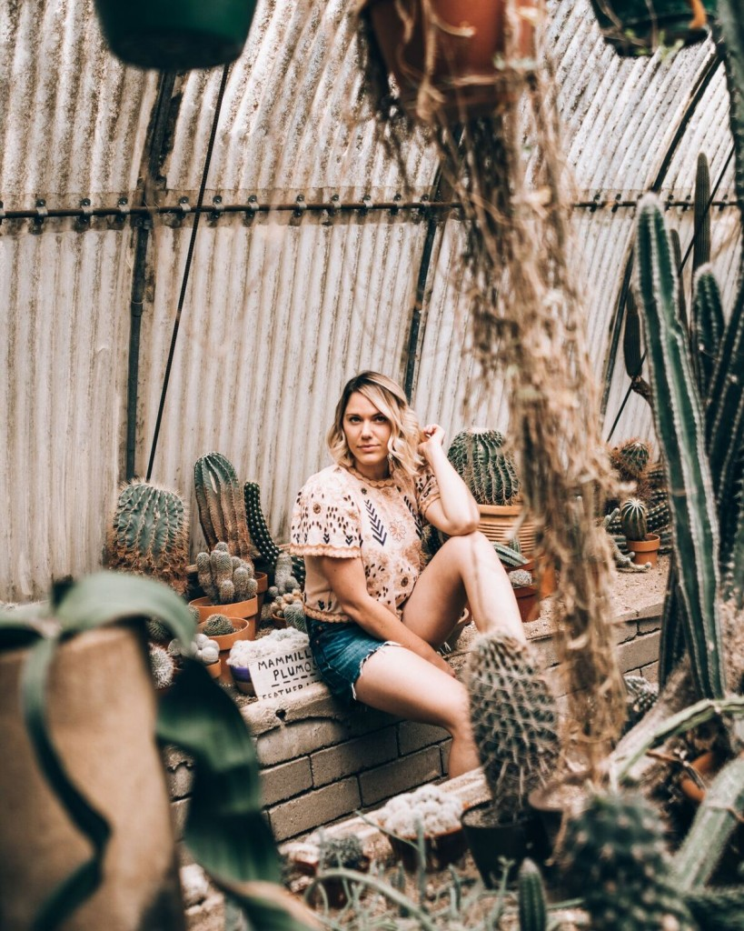 crop top & high waisted cut off Levi's at Moorten Botanical Garden in Palm Springs // www.thefabblog.com