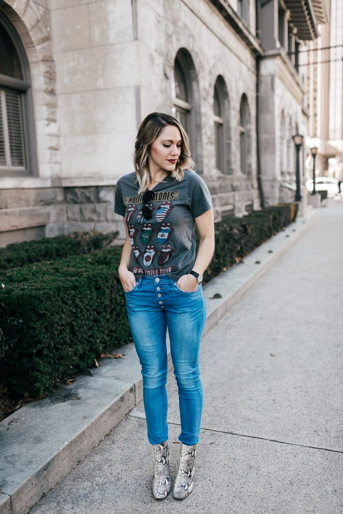 casual jeans and tee outfit // www.thefabblog.com