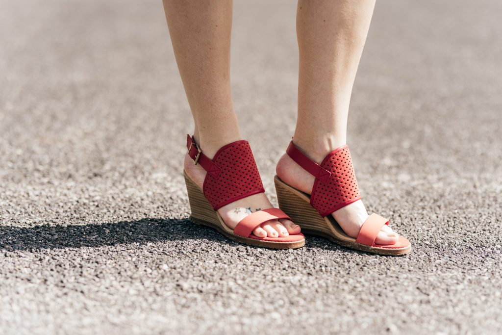 red summer sandals // www.thefabblog.com