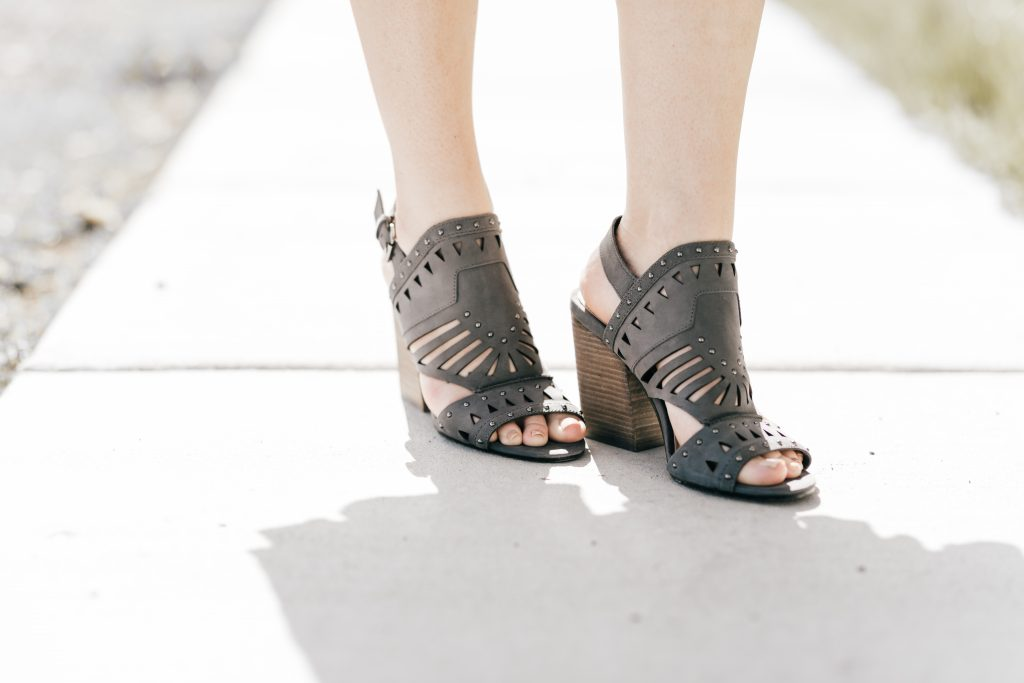 gray Vince Camuto sandals // www.thefabblog.com